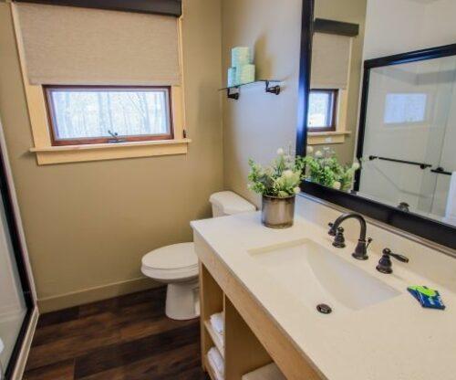 Burr Oak cabin luxury bathroom