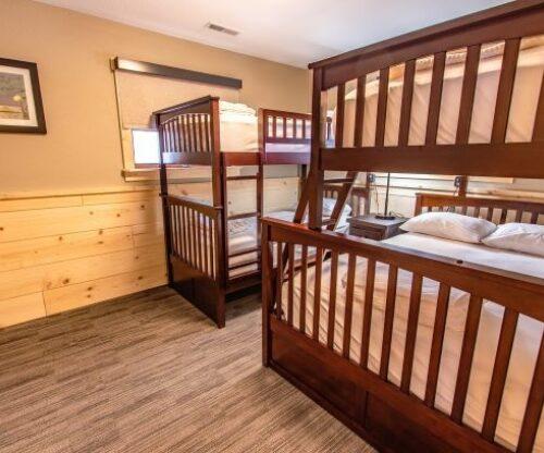 Burr Oak cabin bunkbeds